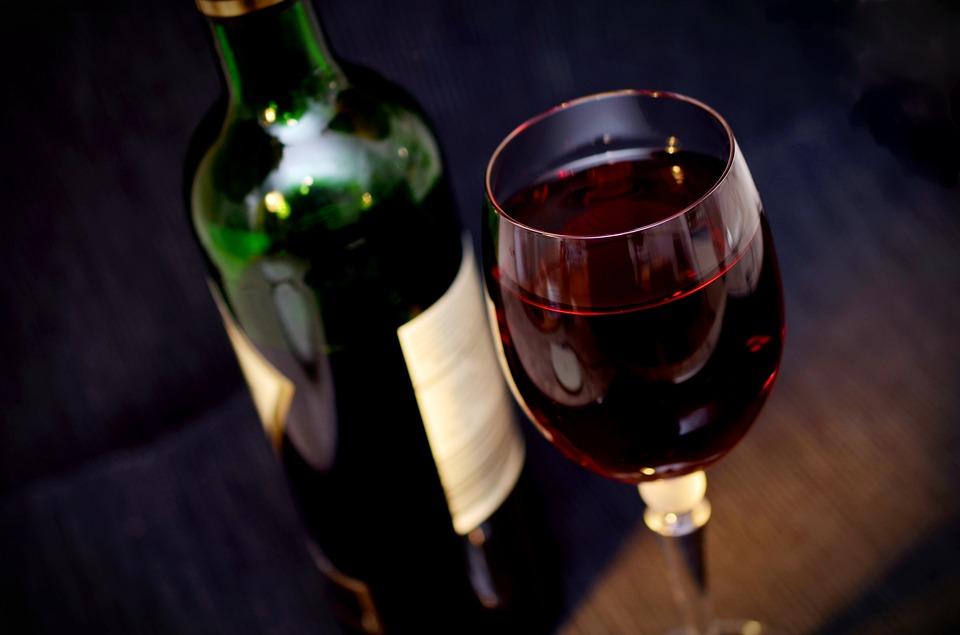 Rượu ảnh hưởng đến màn trình diễn của các cầu thủ bóng đá như thế nào?